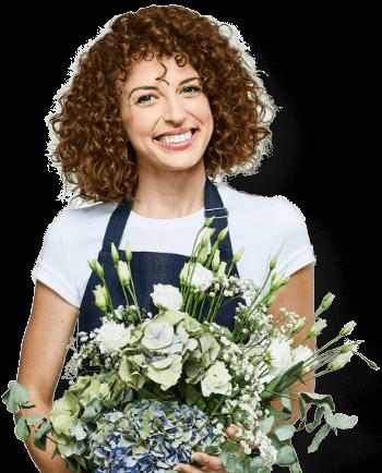 Femme avec bouquet de fleur